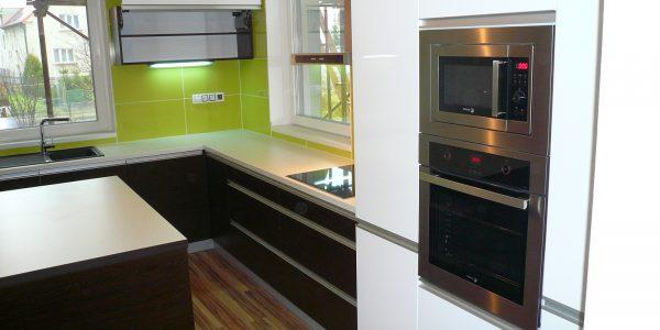 kuchyn-zelena-bila-hneda-