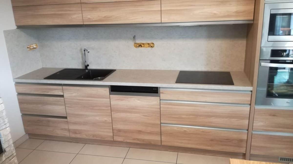 Jednoduchá a funkční kuchyňská linka 1