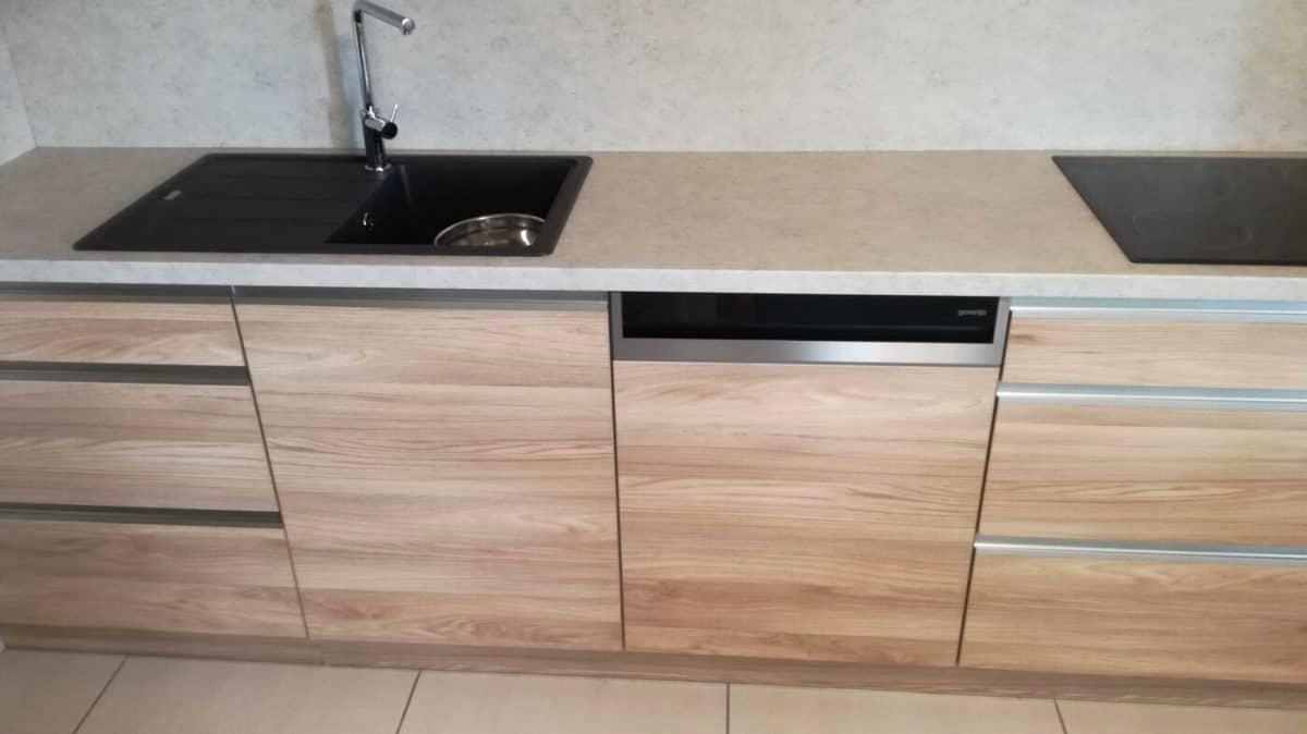 Jednoduchá a funkční kuchyňská linka 4