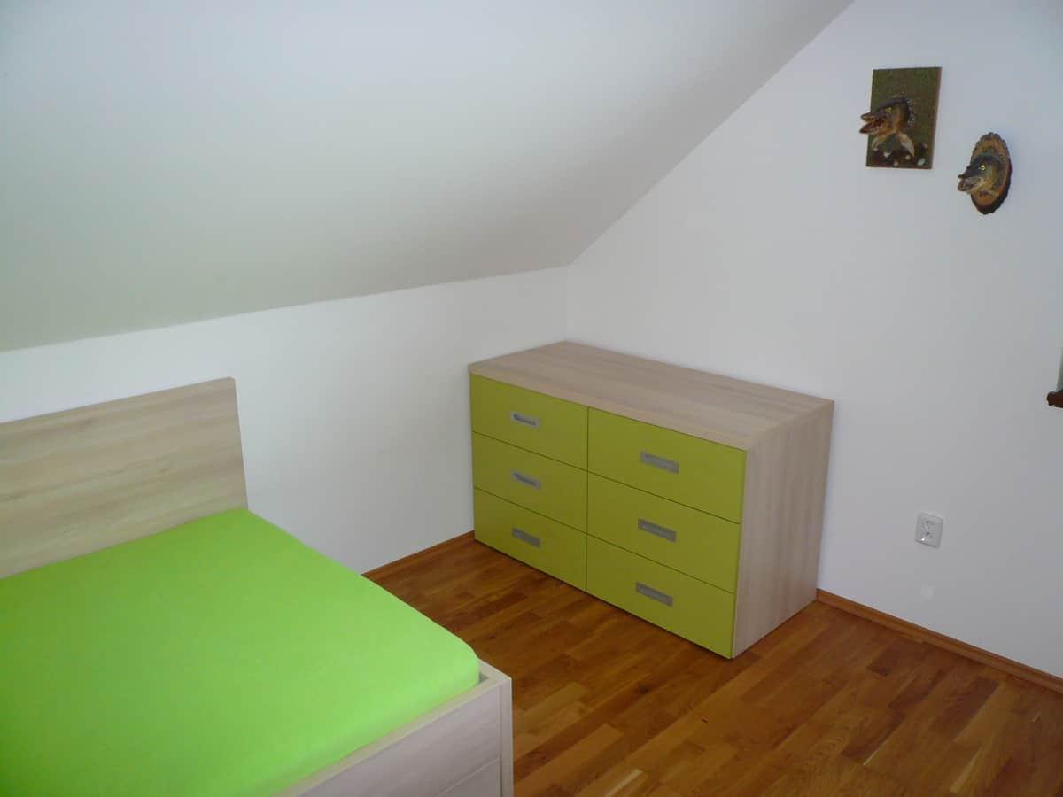 Dětský pokoj v oranžové a zelené 3