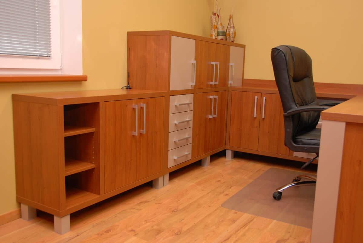 Kancelář obchodního oddělení v rodinné firmě 3
