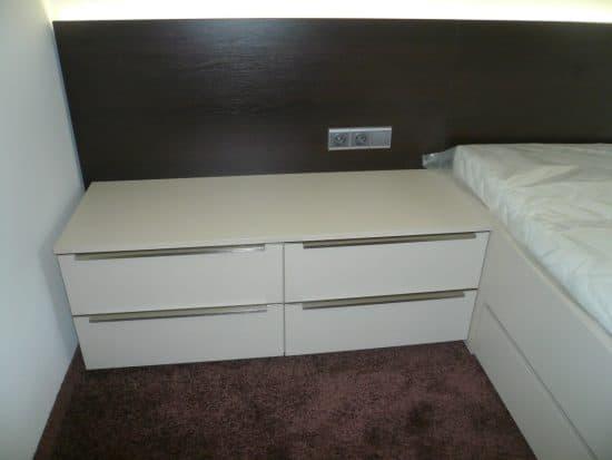 Vybavení ložnice - šatní skříň a noční stolky 4