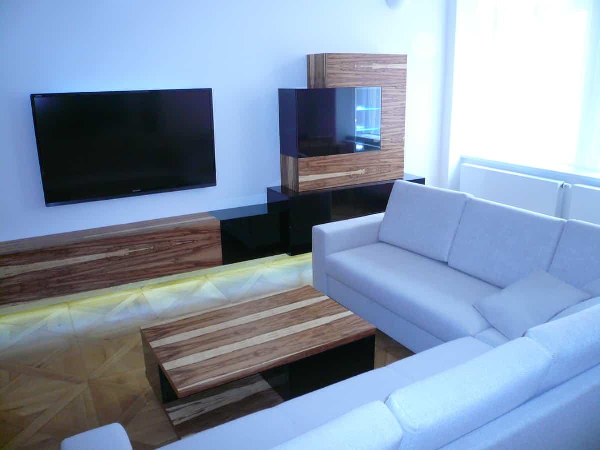 Obývací pokoj - televizní stěna a stolek 1
