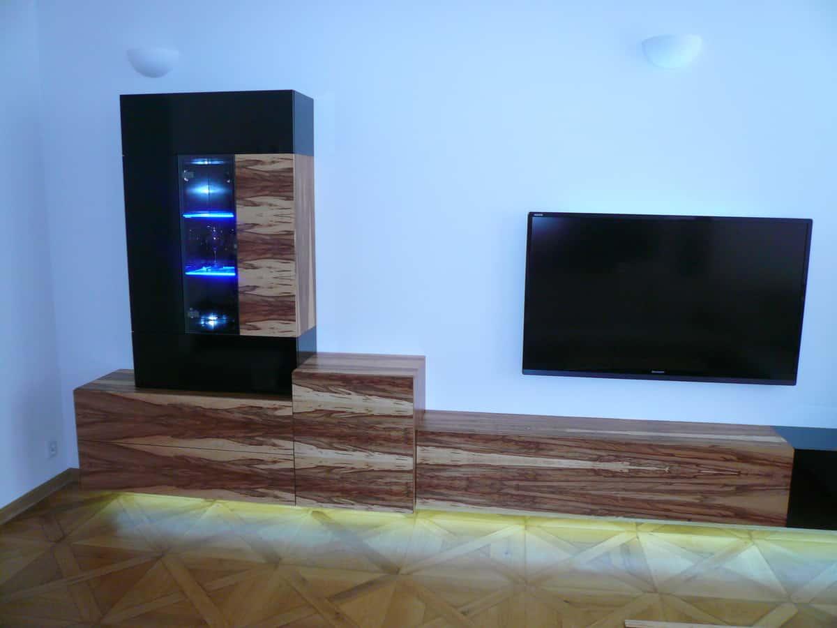 Obývací pokoj - televizní stěna a stolek 2