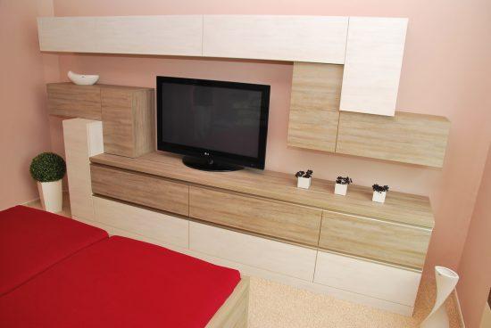 Televizní stěna v ložnici 5