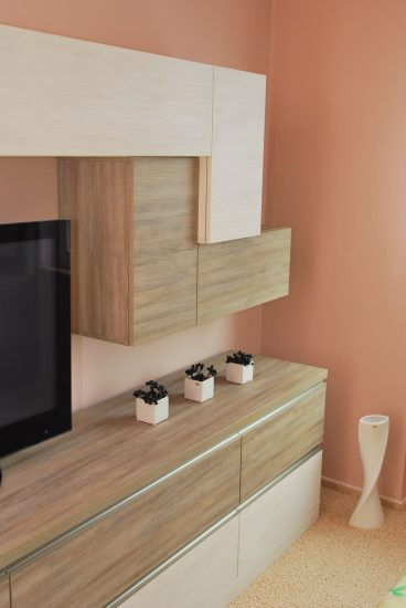 Televizní stěna v ložnici 7